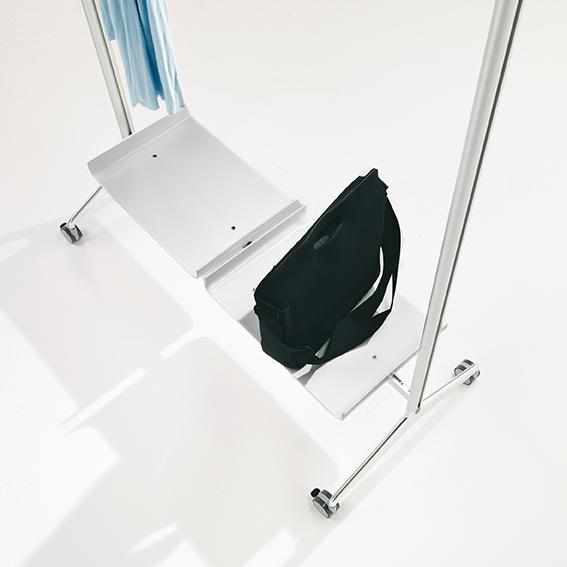 porte manteau tena avec roulettes le moblier pour vos. Black Bedroom Furniture Sets. Home Design Ideas